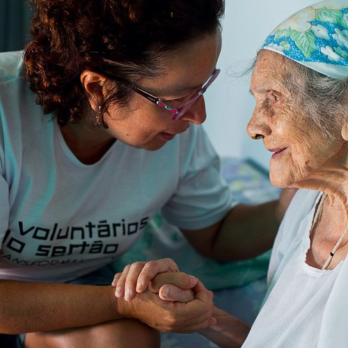Através do exemplo de vida, de bom humor e de alegria de Dona Laurinda Martins, que com 101 anos, encanta a todos , desejamos Bom dia !!! #solidariedade #exemplo #idosa #Voluntários #voluntariosdosertao #Intrabartolo #fotograforibeiraopreto #douglasfotogr
