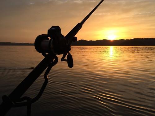sunrise fishing lakecumberland