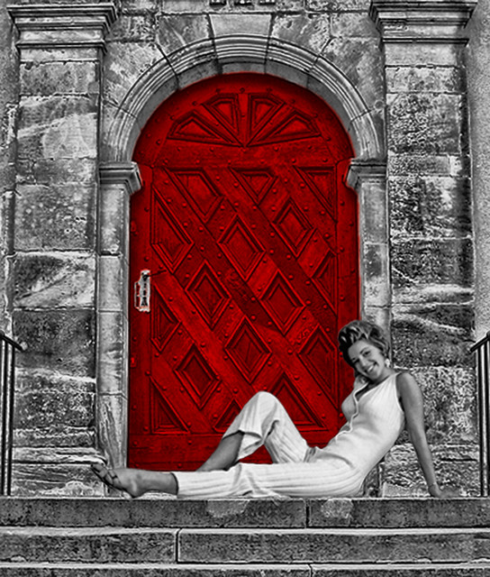 Hey guys, would you like to know what's behind the red door?