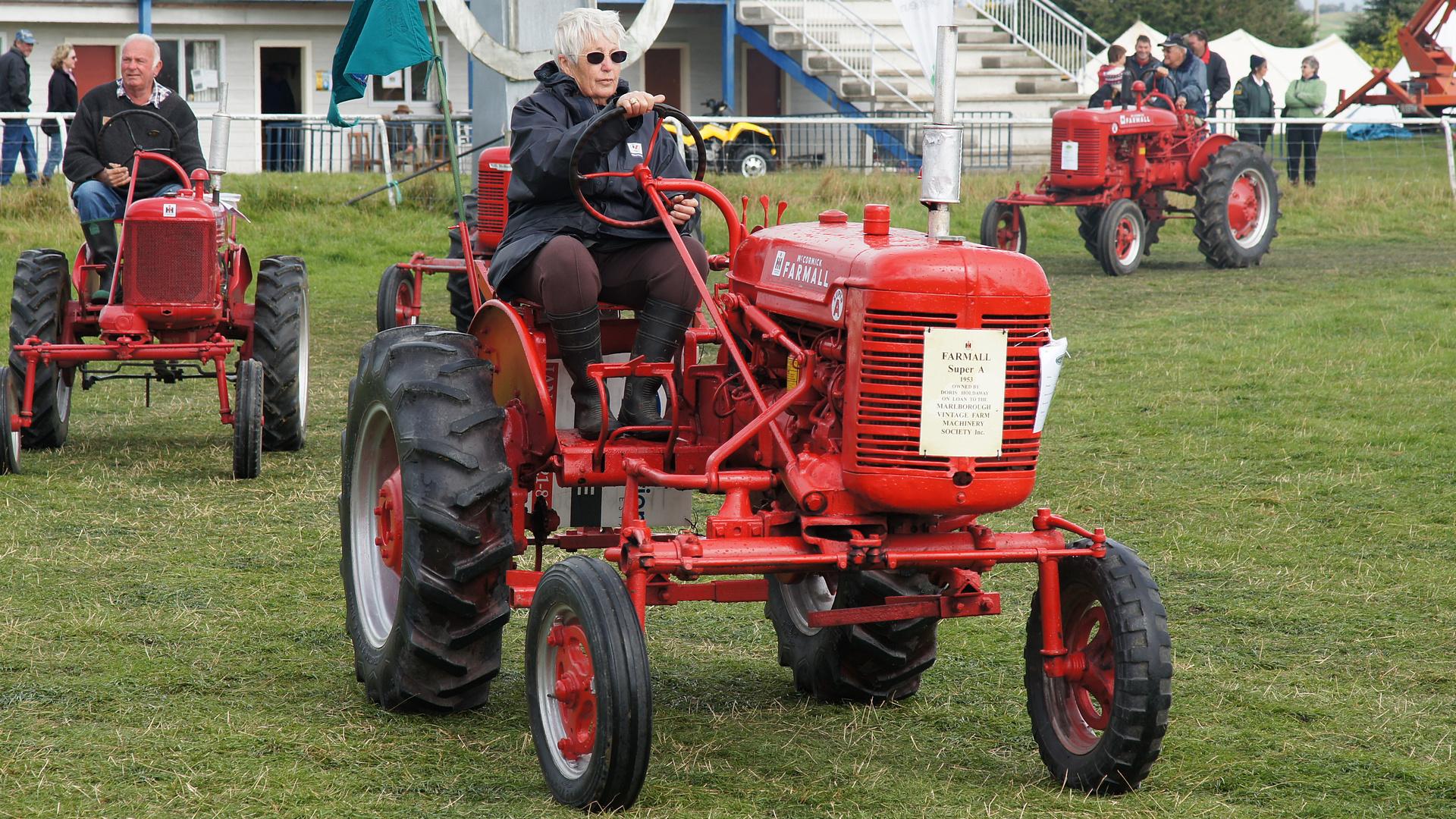 Farmall Super A : Farmall super a tractor photo on flickriver