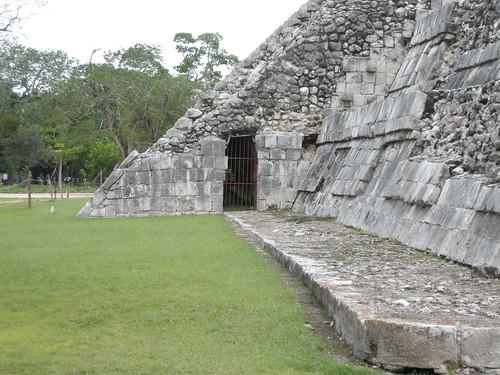 Bottom entrance