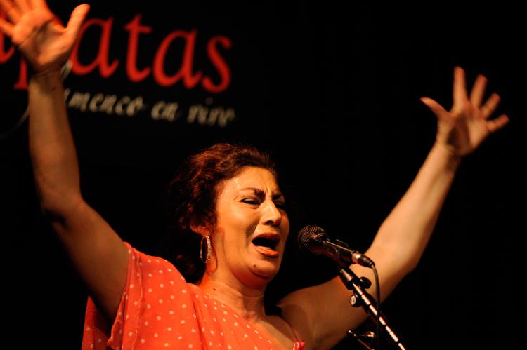 Carmina Cortés cantando en Casa Patas. Foto: Martín Guerrero
