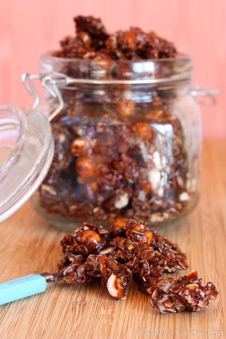 Crunchy & Chewy Chocolate Hazelnut {Nutella} Granola | cupcakesandkalechips.com | #granola #nutella #chocolate