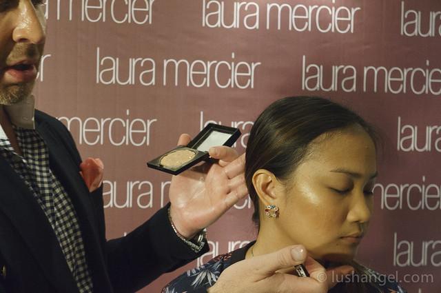 laura-mercier-face-illuminator-wet-application