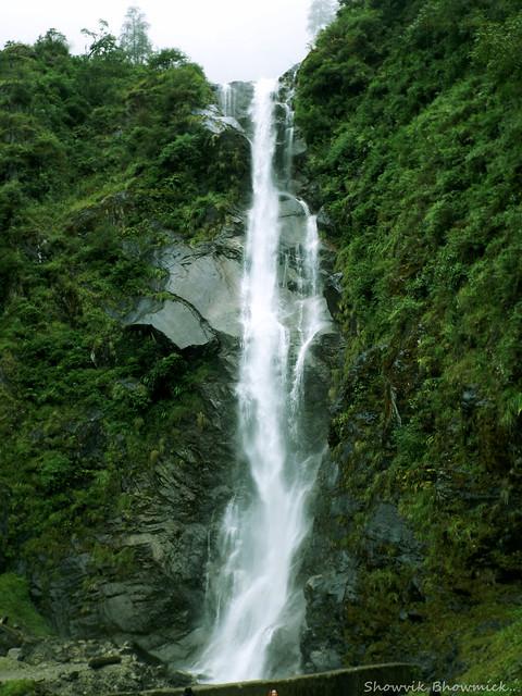 Waterfall of North Sikkim, Fujifilm FinePix S4800