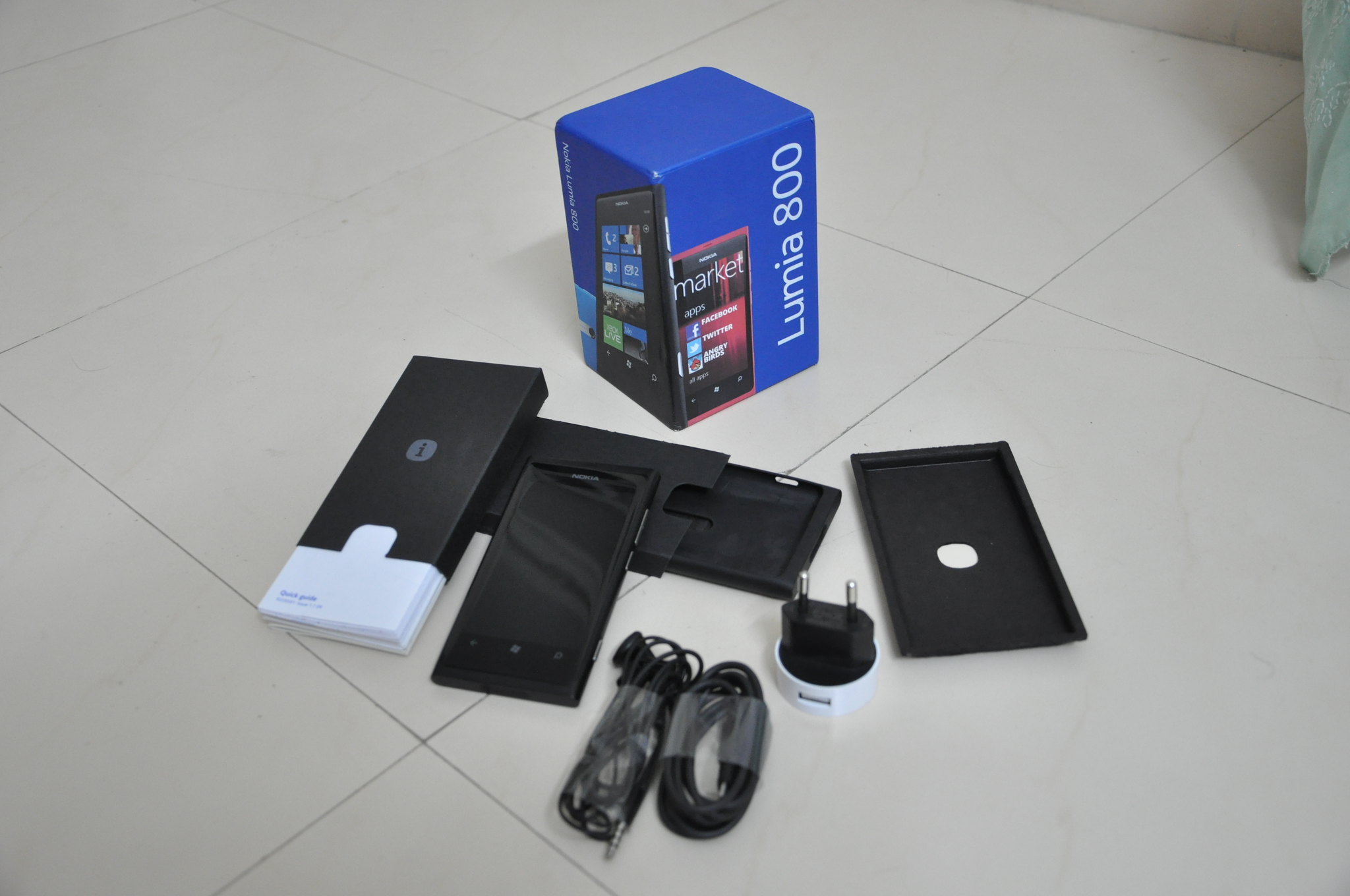 Nokia Lumia 800 contents