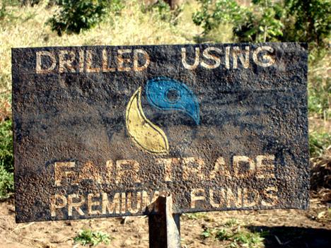 聯合國、北歐各國等國家的消費合作社成立咖啡等生產者合作社,建立公平貿易機制,既友善土地,也幫助開發中國家脫離貧困。圖片來源:圖片來源:http://www.treehugger.com/green-food/wholesome-sweeteners-celebrates-1-million-dollars-in-fair-trade-premiums-paid-to-sugar-cane-farmers.html