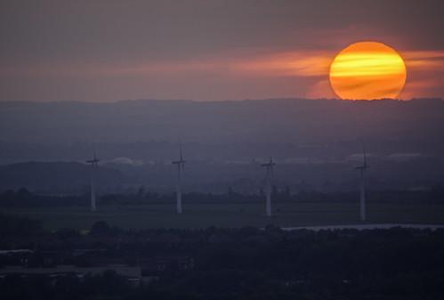 uk greatbritain sunset england landscape day cloudy unitedkingdom gb oxfordshire windturbine whitehorsehill uffington renewableenergy fav10