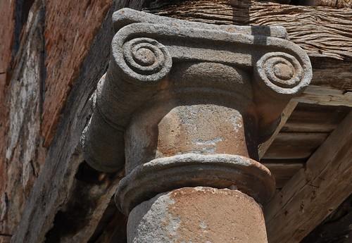 Jaramillo Quemado (Burgos). Capitel jónico