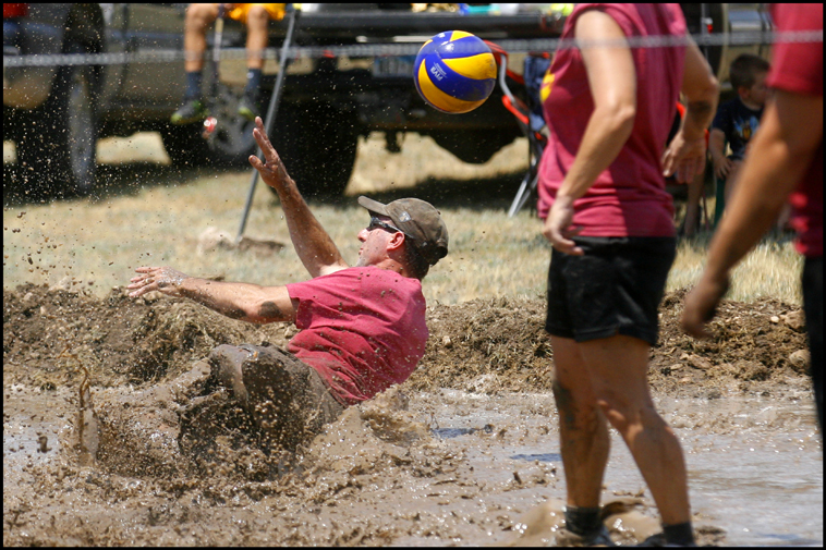 MudVolleyball03