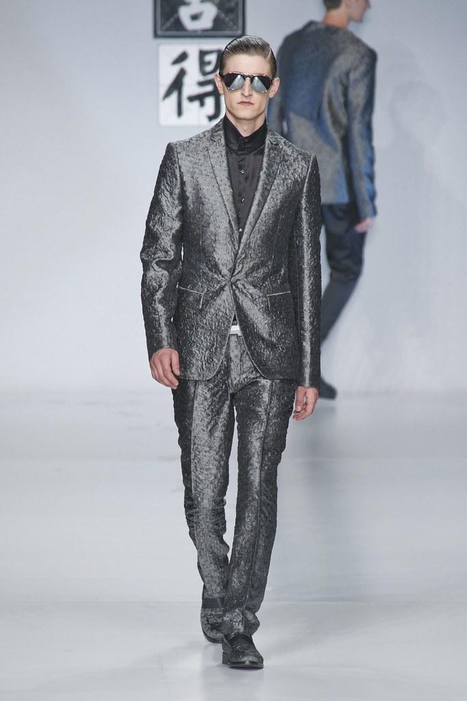 SS14 Milan Ji Wenbo006_Chris Beek(fashionising.com)
