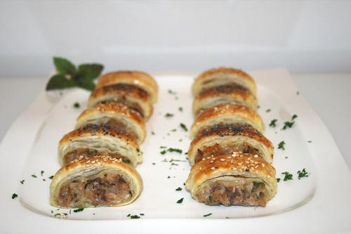 36 - Thunfisch-Blätterteig-Häppchen - Seitenansicht / Tuna puff pastry snack - Side view