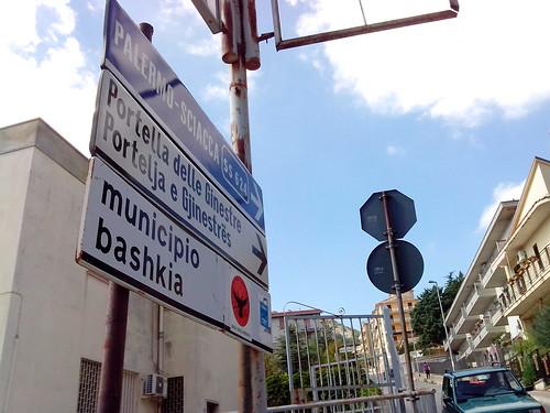 Indicazioni per la Portella delle Ginestre by Ylbert Durishti