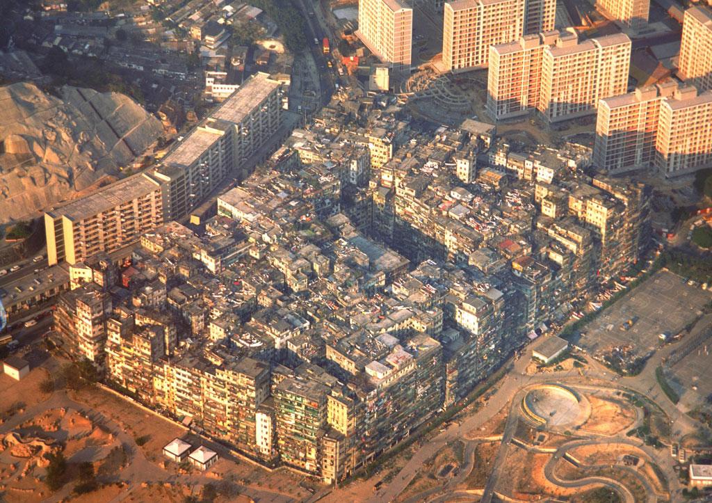 Kowloon Walled City 九龍城寨 - Photos - 80年代-清拆前之黃昏景色.jpg