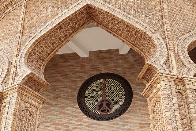 Entrance gate of Muqam heritage center, Kumul (Hami) ハミ、ムカム伝承センターの入口装飾