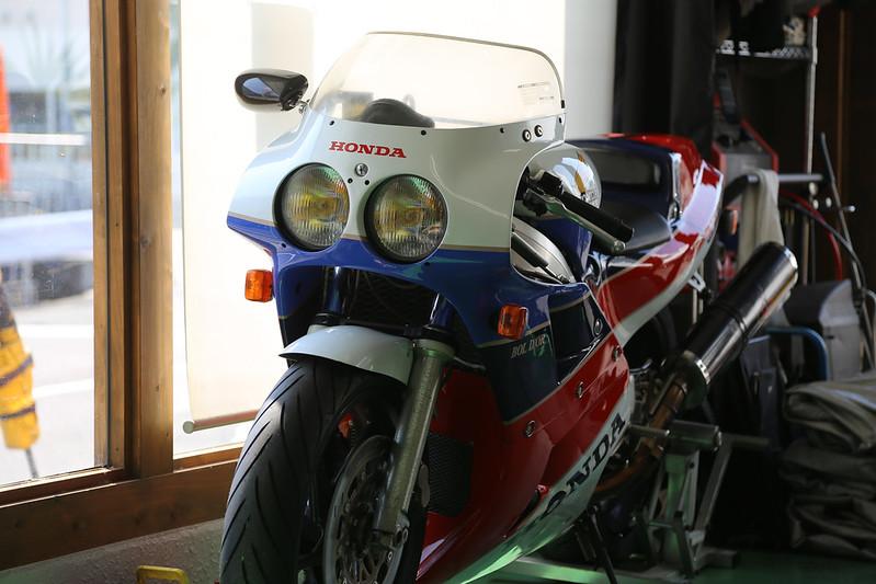 VFR750R(RC30)