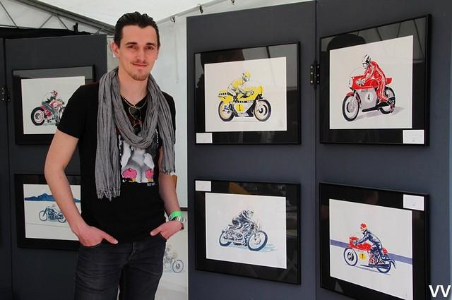 Julien Lecointe, exposant quelques exemples représentatifs de son travail.