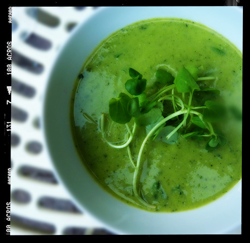 Courgette & pea soup with goats cheese toasts