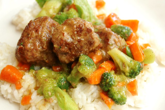 a simple real food recipe :: curried meatball stir fry :: gluten free