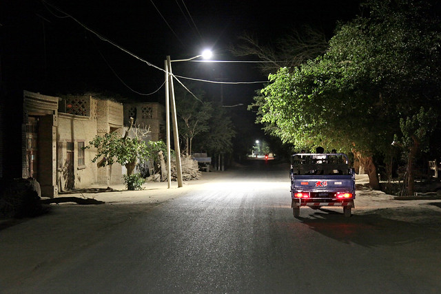 village street in the night, Shanshan (Piqan) County ルクチュン、夜の村の道路