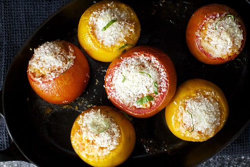 rice-stuffed tomatoes, with breadcrumbs