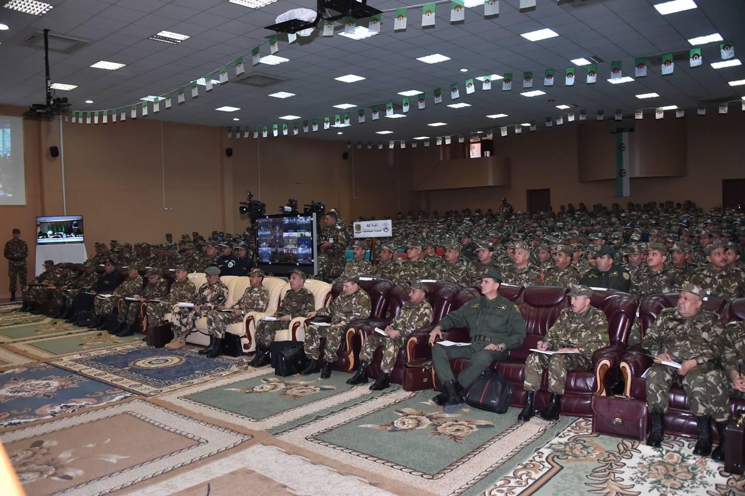 الجزائر : صلاحيات نائب وزير الدفاع الوطني - صفحة 5 30247913484_8425c9f20c_o