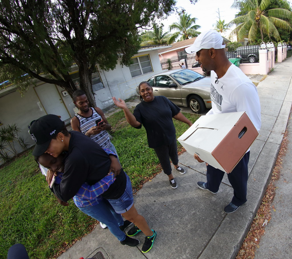 Overtown Youth Center Thanksgiving with Alonzo and Tracy Mourning 2016  024