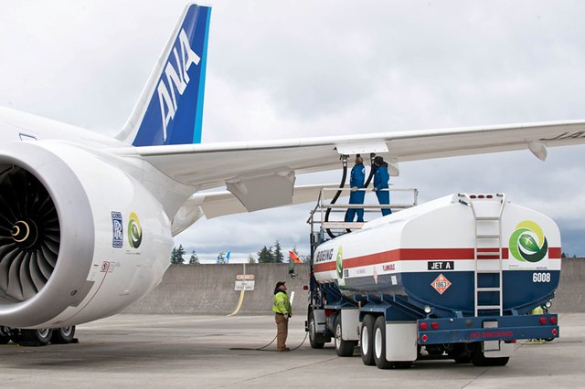 Boeing, ANA Celebrate First 787 Biofuel Flight