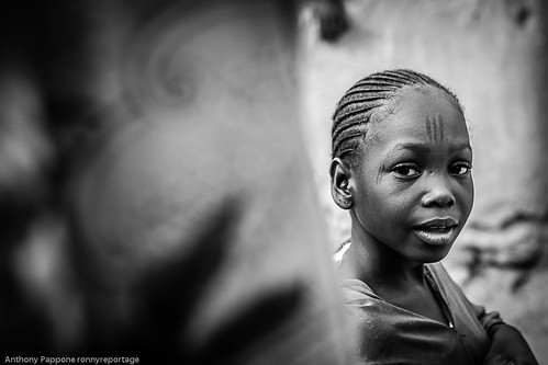 portrait of a girl of ethnic pehul in mopti, sahel, mali by anthony pappone photographer