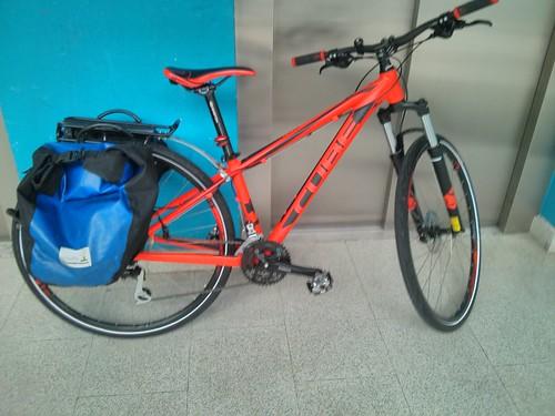 Vuelta a Kisale con la bici. Recoger pedido y mirar chaqueta Endura Helium
