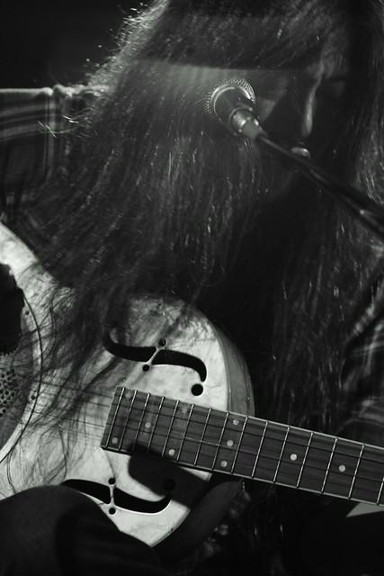 O.E. Gallagher solo live at Adm, Tokyo, 01 Jun 2013. 010