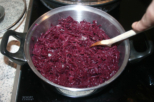 63 - Rotkraut kochen / Cook red cabbage