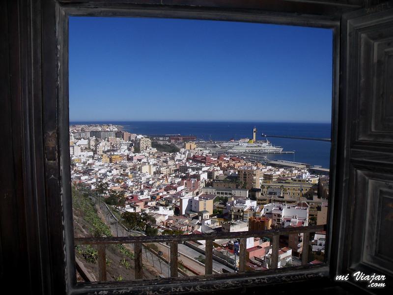 Vista del puerto desde la Alcazaba de Almería