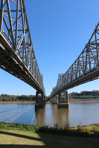 trussbridge throughtruss thrutruss cantilevertruss cantileverbridge natchez–vidaliabridge us84 ushwy84 hwy84 us65 ushwy65 hwy65 mississippiriver natchez adamscounty mississippi vidalia concordiaparish louisiana newdeal worksprogressadministration wpa