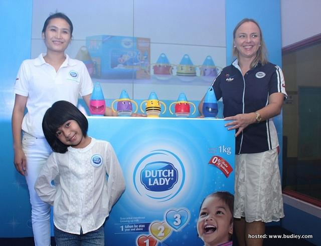 L To R - Van Tran (Marketing Manager, Dutch Lady Malaysia) And Anja Henze (Marketing Director, Dutch Lady Malaysia) At The Launch Of Milk Mug With Mia Sara