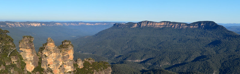 The Three Sisters & Mount Solitary (taken from Echo Point)