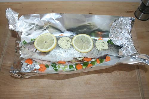 20 - Folie umklappen & Forelle belegen / Fold foil & coat trout