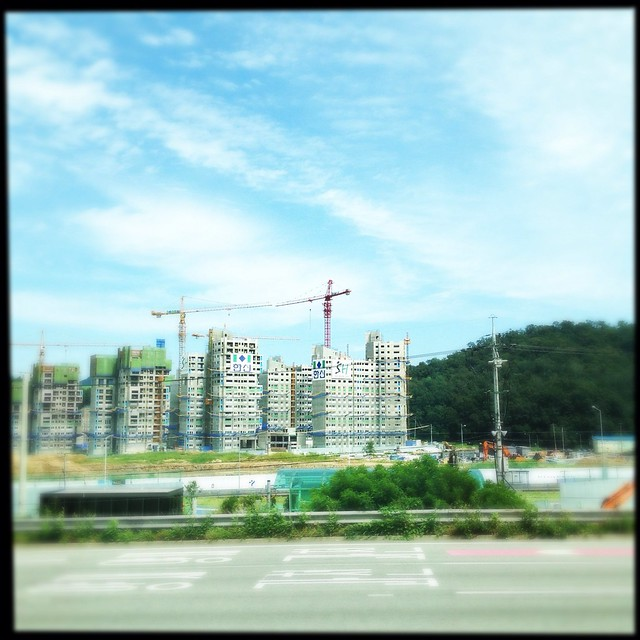 On the road to Andong Dam