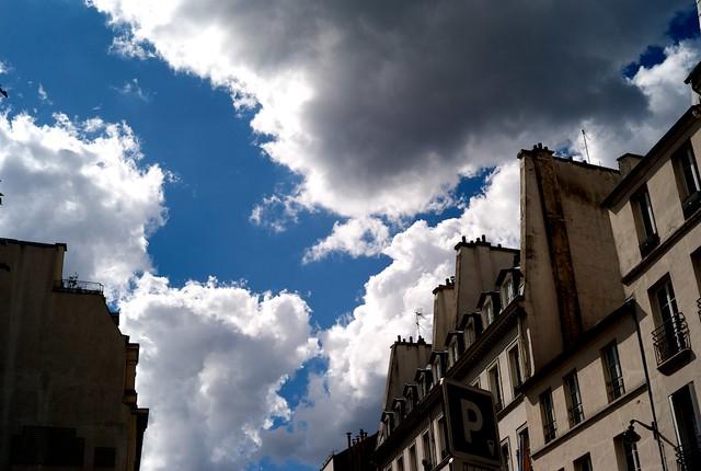 すごい青空、そして雲。夏の名残。