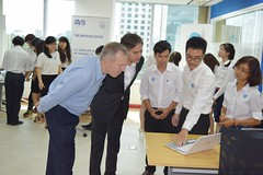 Deputy Secretary Anthony Blinken meets with students participating in a design competition at the American Center Innovation Lab in Ho Chi Ming City, Vietnam on May 19, 2015. [State Department Photo/Public Domain]