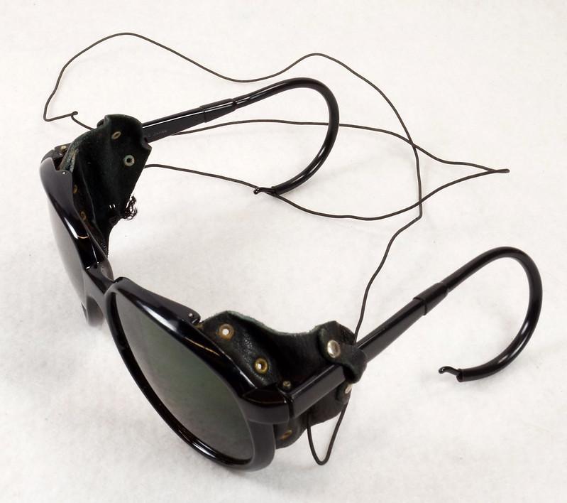 RD14855 Vintage 70s 80s Aviator Ski Motorcycle Sunglasses Black with Leather Side Shield Nylon Frame Japan DSC06463