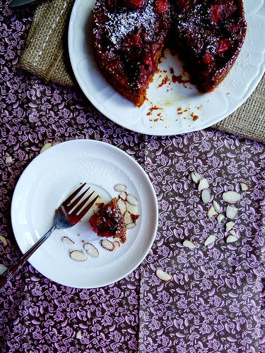 strawberry almond breakfast cake