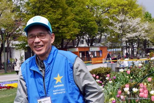 sapporo-lilac-festival-odori-park-volunteer.jpg