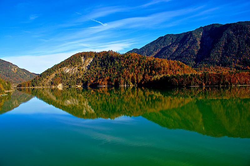 Sylvensteinspeicher, Sylvensteinsee. Blick von der Fallerklammbrücke