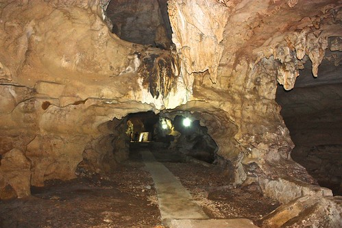 this is the last cave we saw, but it was a big one… housing 10,000 people, mostly soldiers