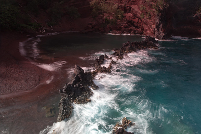 Hawaii's Red Beach - Flickr CC johnniewalker