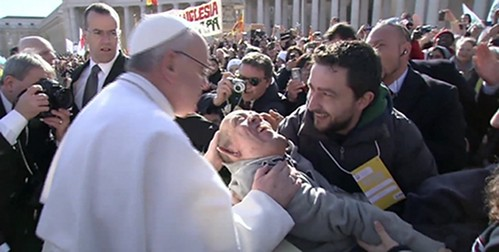 Pope-Francis-Kissing-disabled-Man