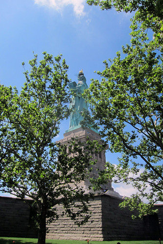 20130705 statue of liberty (trees)