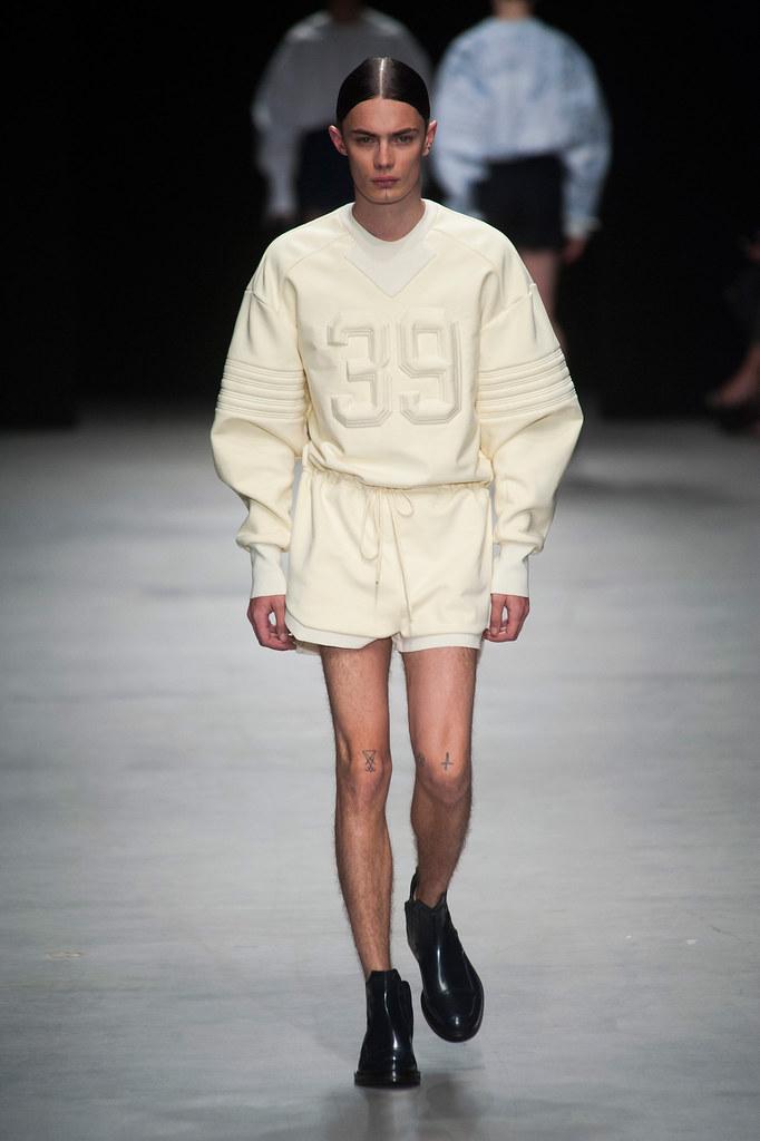 SS14 Paris Juun J.007_Simon Kotyk(fashionising.com)