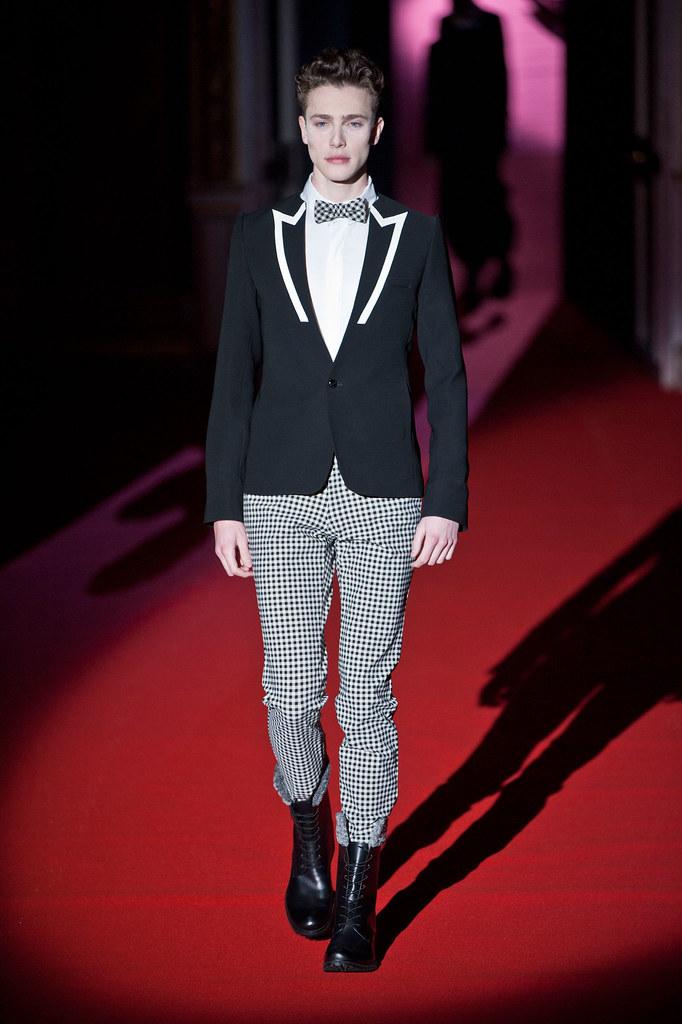 Nick Heymann3070_FW13 Paris Rynshu(fashionising.com)